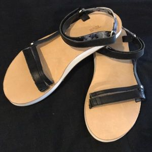 NWOB / Teva / Leather Sandal